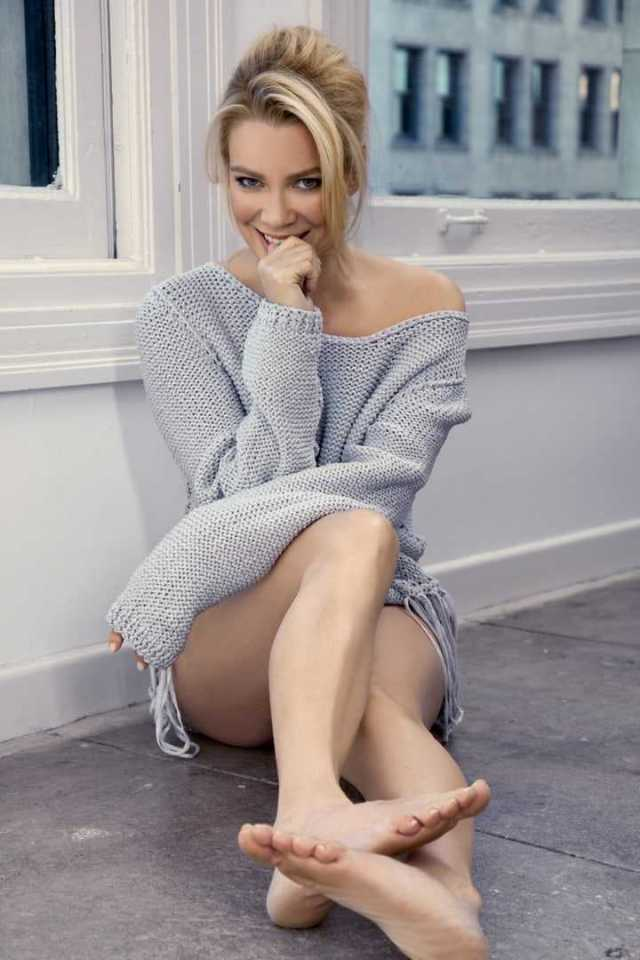 laurie holden sexy feet