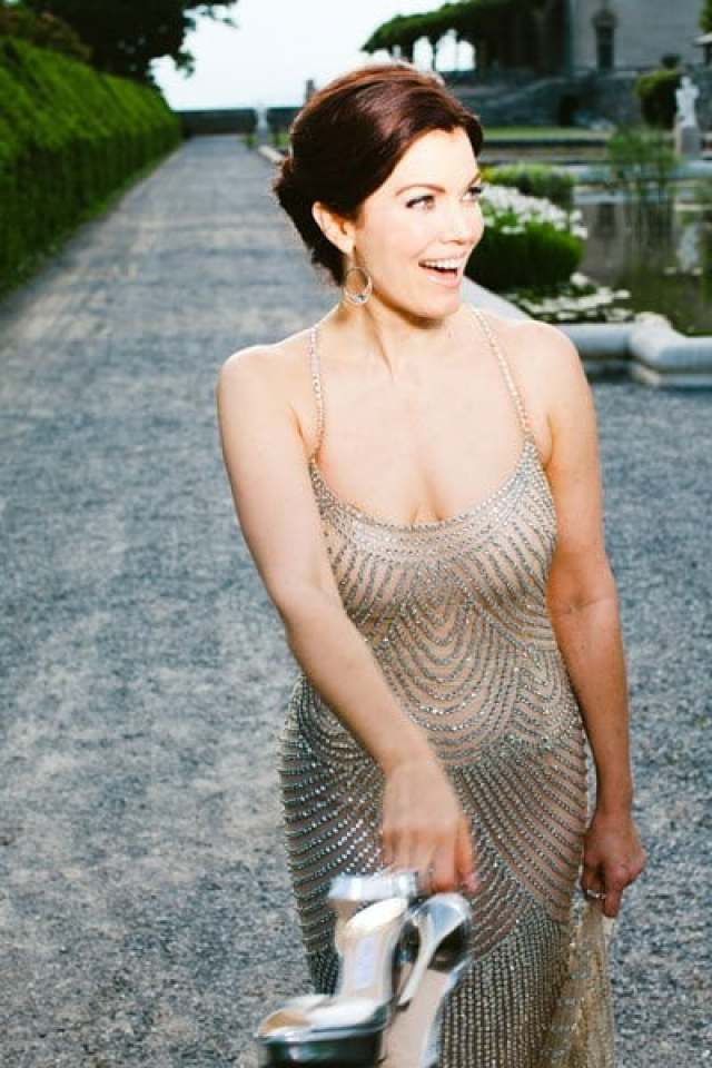 Bellamy Young topless pics
