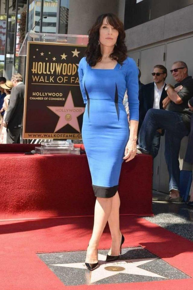 Katey Sagal sexy blue dress