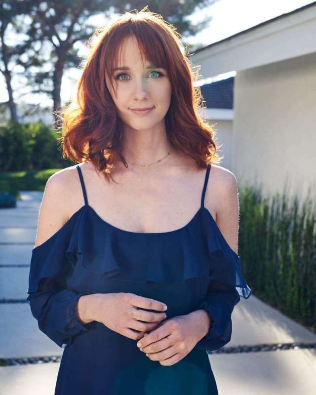 laura spencer cleavage pics