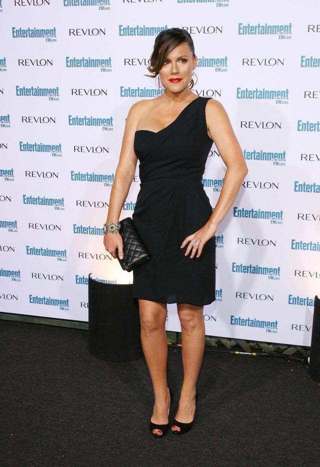 Kathleen Robertson hot black dress pics