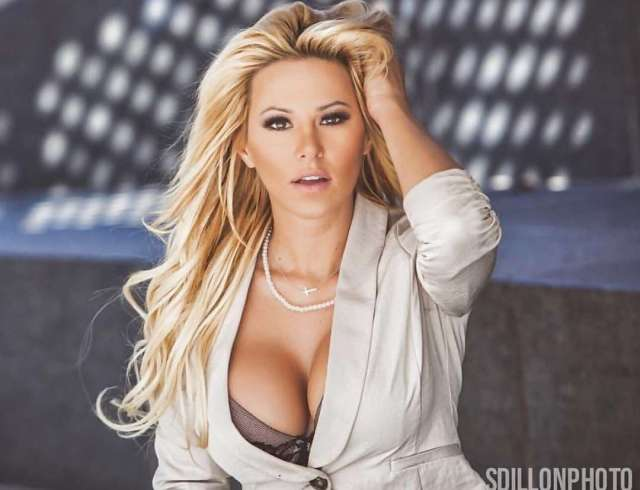 kindly myers sexy pics
