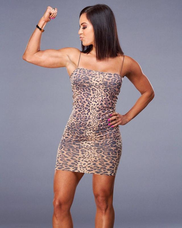 Charly Caruso sexy thigh pics