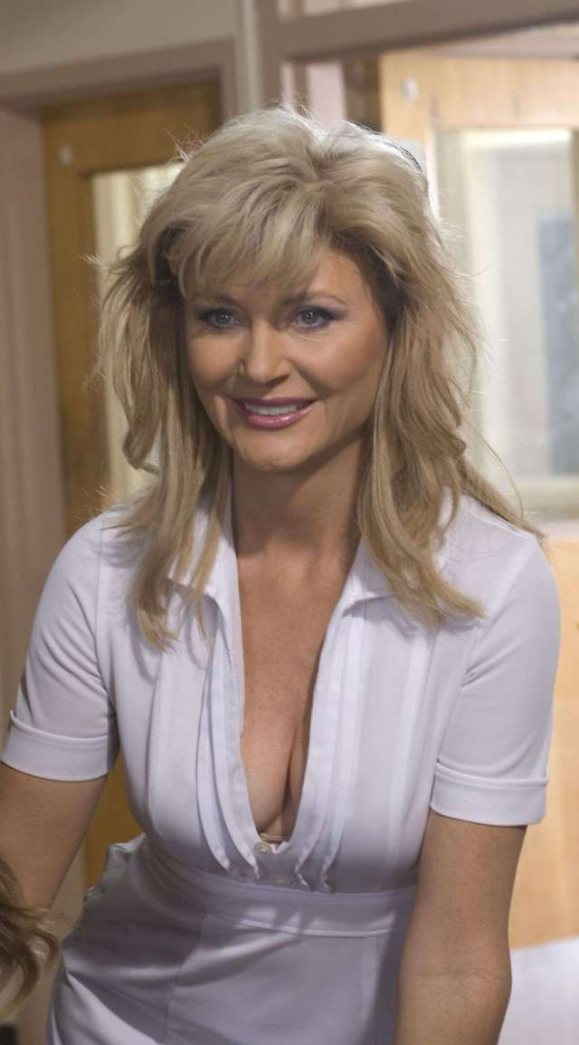 beth broderick hot pictures