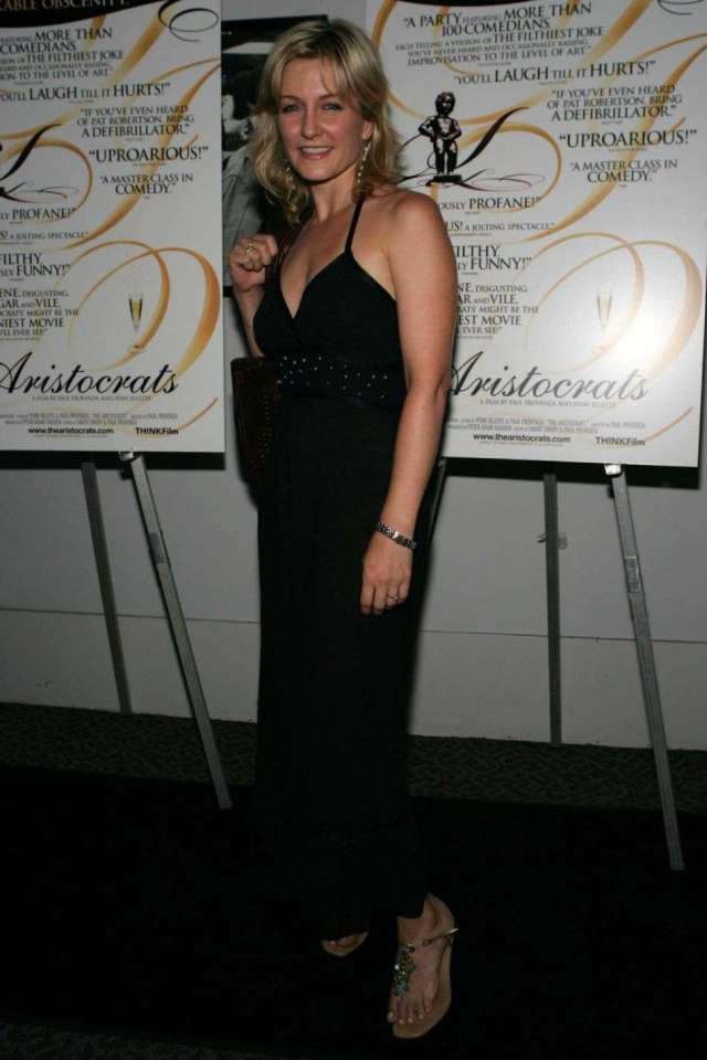 Amy Carlson sexy pic