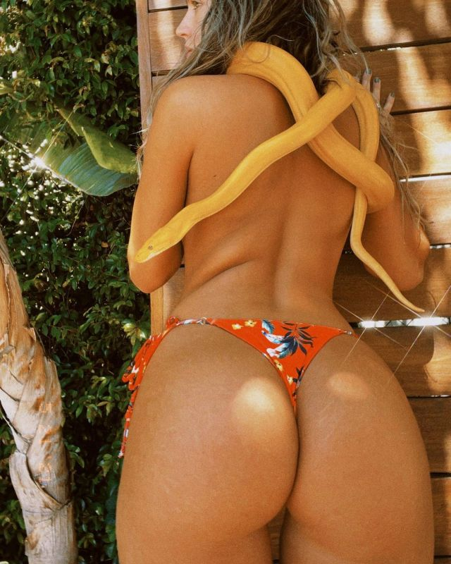 Sommer Ray toned back
