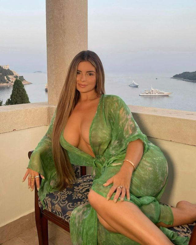 Demi Rose lovely cleavage