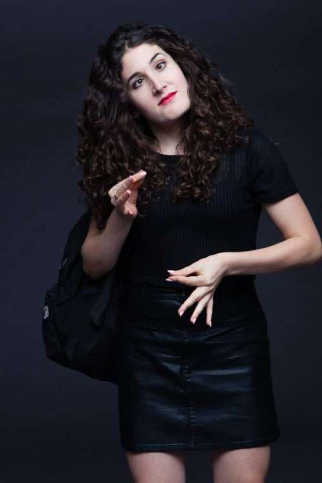 kate berlant red lips