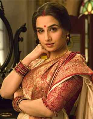 vidya balan looking hot in saree