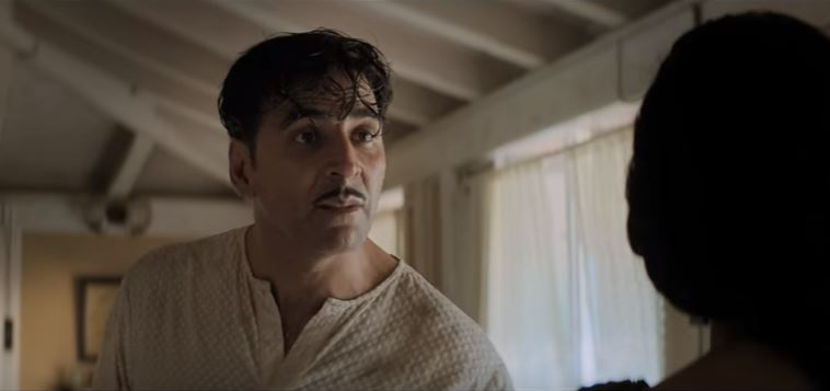 Akshay Kumar and Mouni Roy in Gold