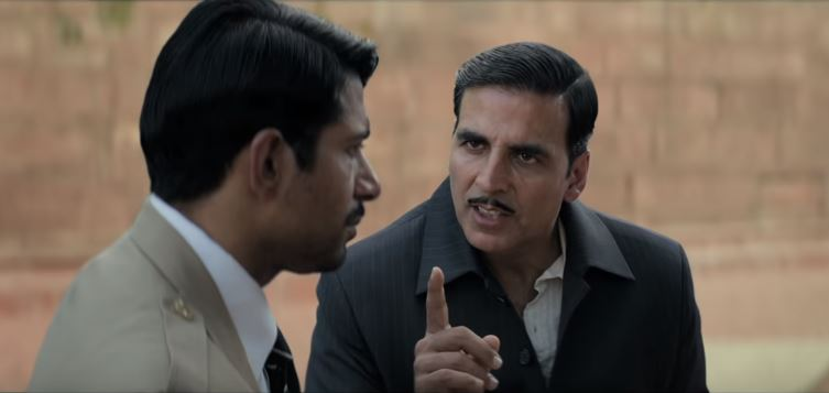 Akshay Kumar and Vineet Kumar Singh in Gold Movie Still