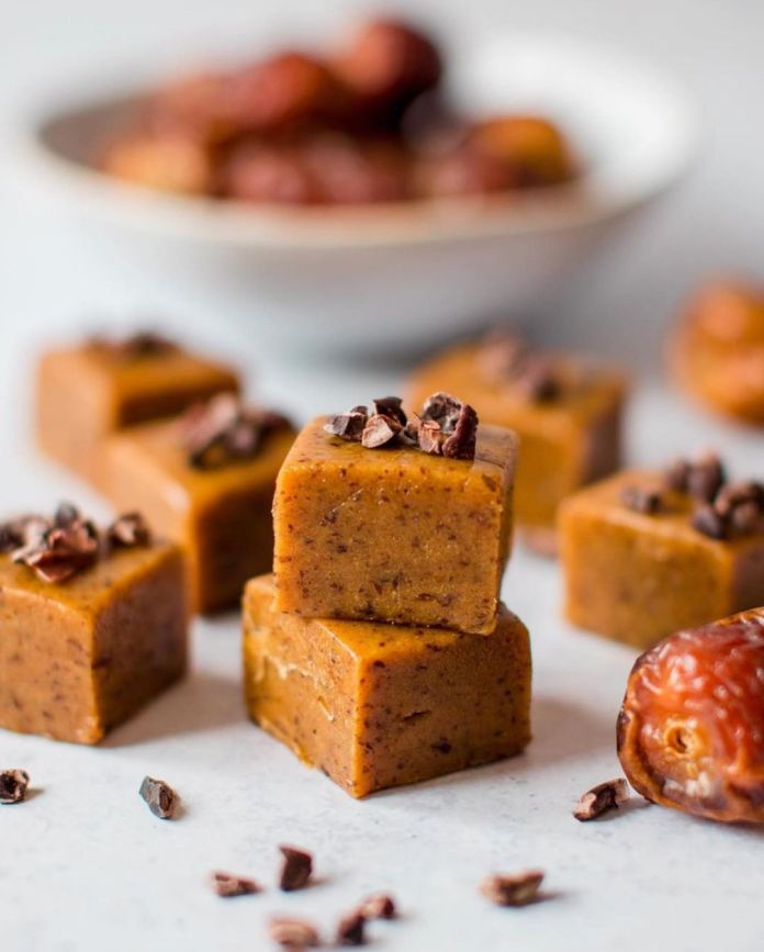 5-ingredient Salted Date Caramel Fudge