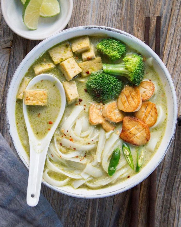 Green Curry Rice Noodle Bowl