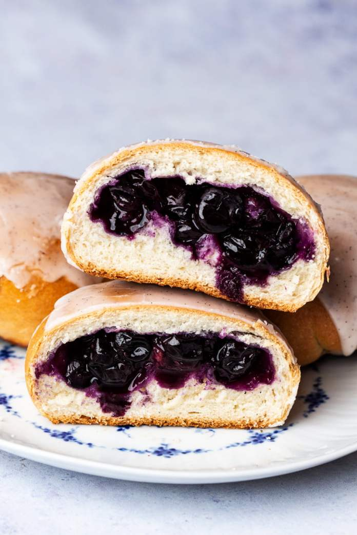 Vegan Blueberry Recipe: Vegan Jagodzianki (Polish Blueberry Buns) by Lazy Cat Kitchen