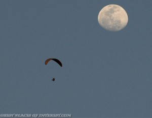Paragliding-Fly-To-Moon-300x234