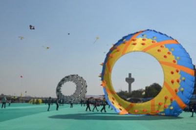 800px-International_Kite_Festival,India