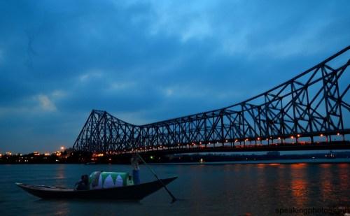Howrah bridge, Kolkata- Street shoppers in Kolkata