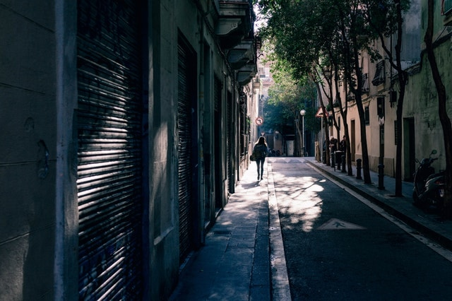 Alley architecture Barcelona-vacation rentals