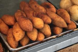 A tray of en:alcapurrias, street food Puerto Rico