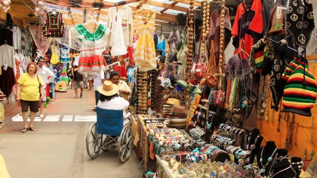 Shopping of Artisan Crafts in mexico
