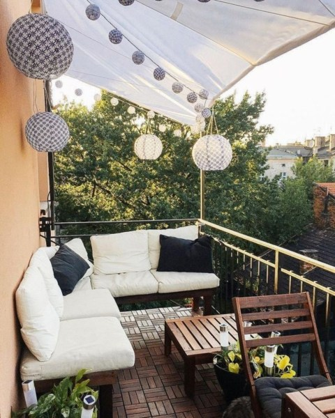 34 Beautiful Apartment Balcony Decoration Ideas Making The Most Out Of Your Balcony 24