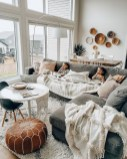 38 Most Popular Modern Living Room Decoration Ideas That Look Comfortable 36