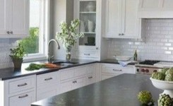 72 Beautiful Kitchen Countertop Ideas With White Cabinets Look Luxurious 11