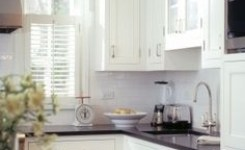 72 Beautiful Kitchen Countertop Ideas With White Cabinets Look Luxurious 55