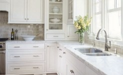 72 Beautiful Kitchen Countertop Ideas With White Cabinets Look Luxurious 66