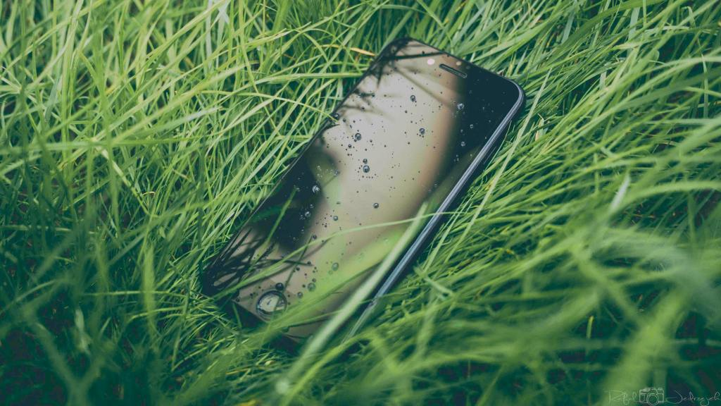 Apple Fined €10m for Misleading iPhone Waterproof Claims