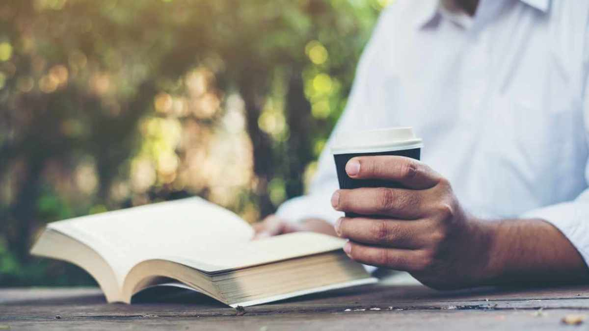 How to start your day right? In this post, you will find 7 practical tips to help yourself to start the day in the right foot and get productive.
