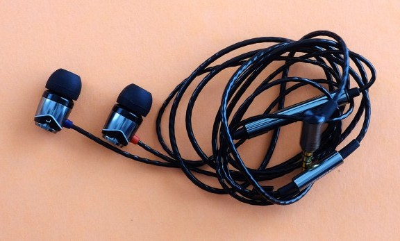 SoundMagic E10C Headphone