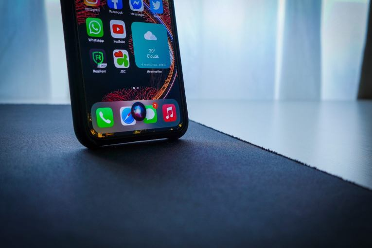 How to change to the new Siri voices in iOS 14.5