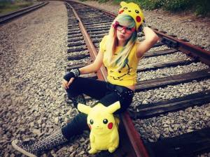 more beautifull emo girls facebook profile pictures in a railway track