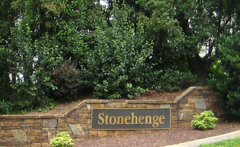 Entrance from Ray Road, Best Raleigh Neighborhoods, Midtown, Stonehenge, Northwest Quadrant of Creedmoor and Howard Roads, Ray Road Entrance Court