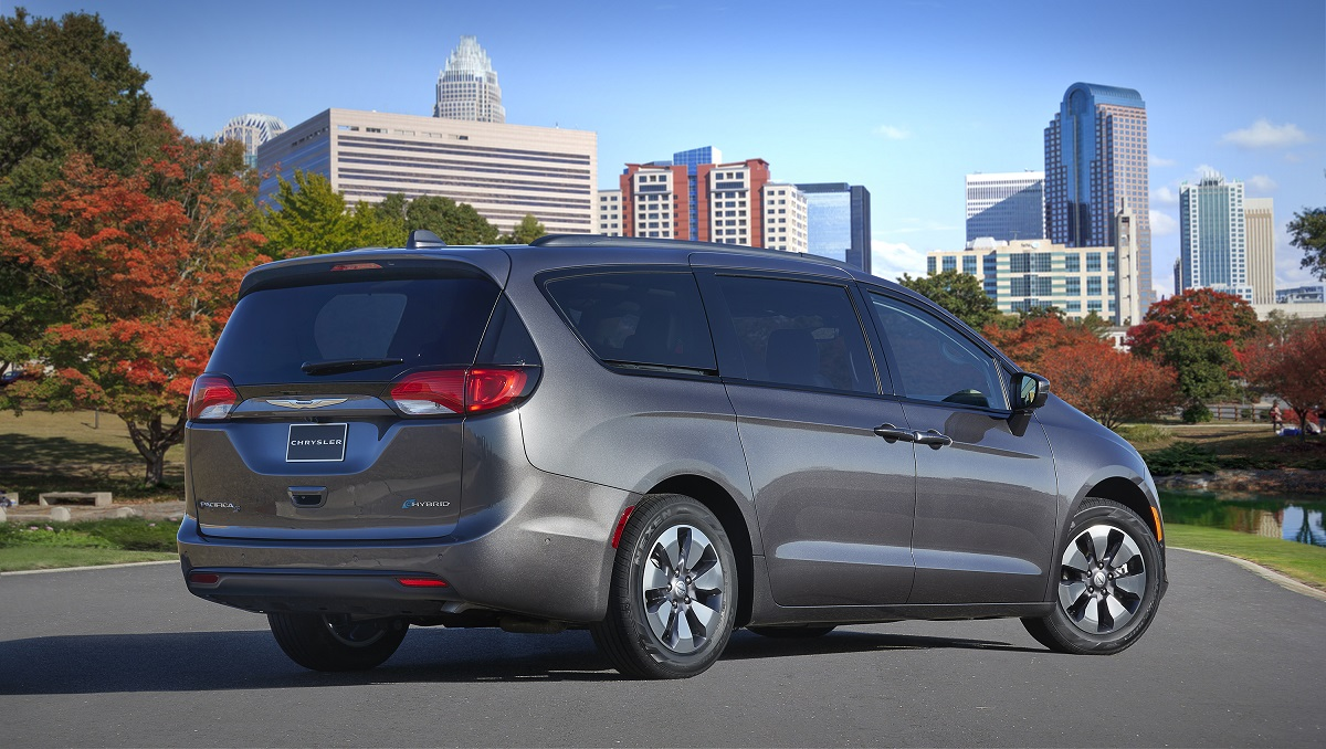 REVIEW: 2018 Chrysler Pacifica Hybrid
