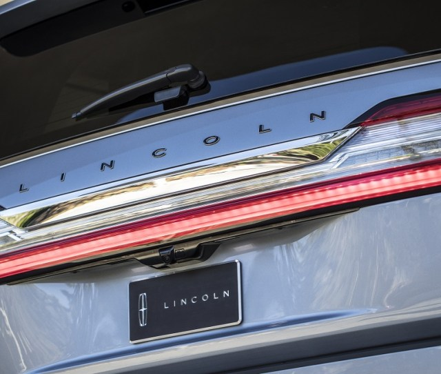 Over The Years The Navigator Has Showed Off New Styling New Engines And An Even More Refined Interior But The Lincoln Navigator Still Aims To Let The