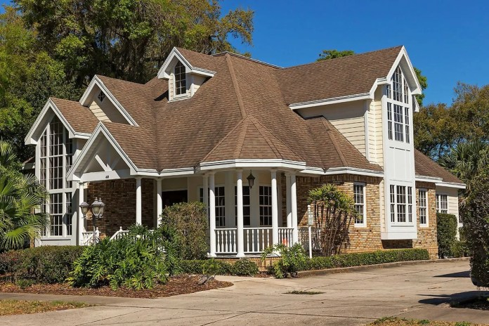 asphalt shingles roof