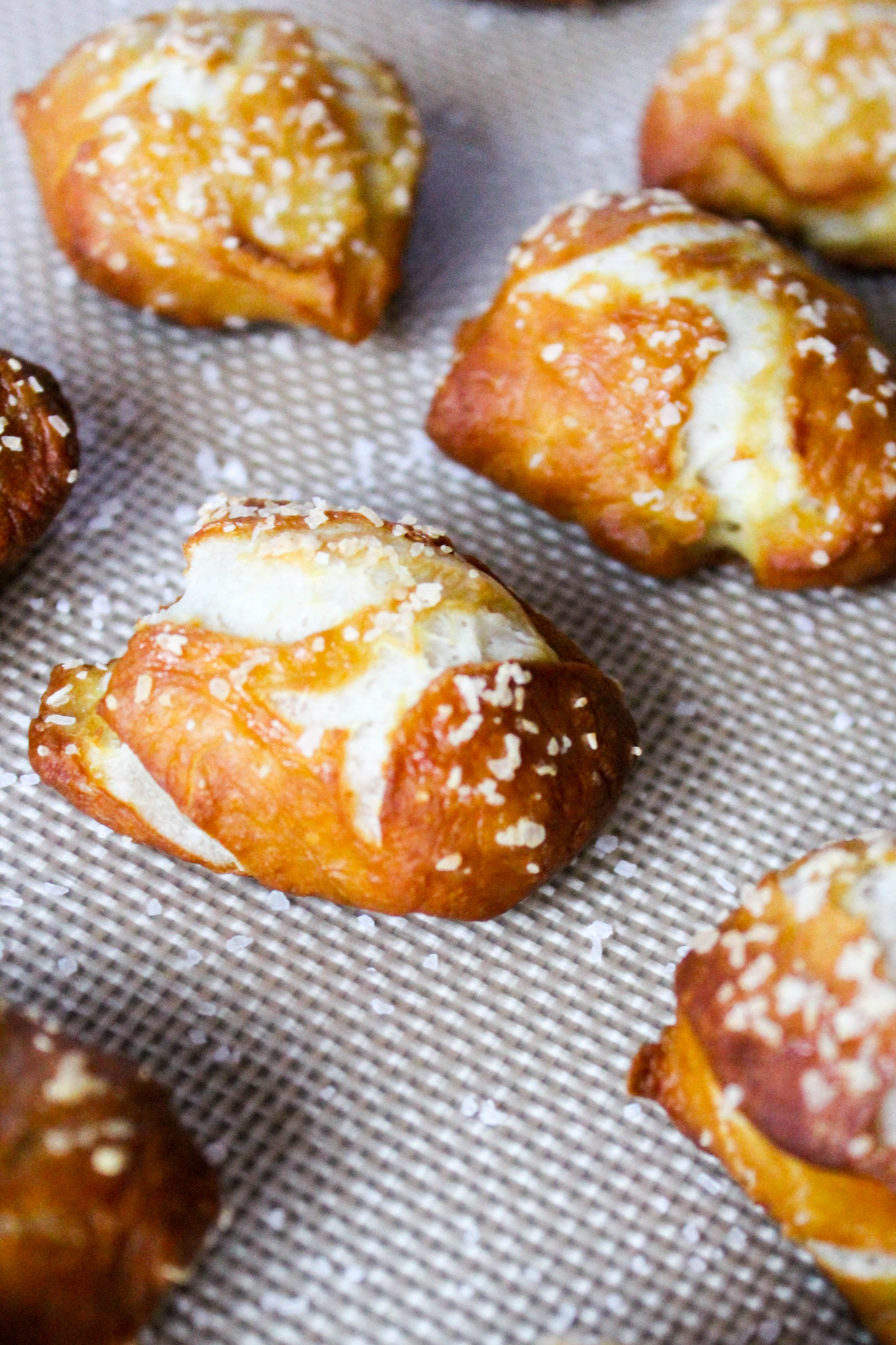 homemade-soft-pretzel-bites-with-beer-cheese-dip