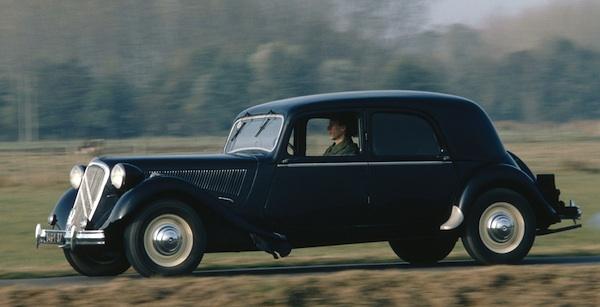 france 1950 renault 4cv and citroen traction avant shine best selling cars blog. Black Bedroom Furniture Sets. Home Design Ideas