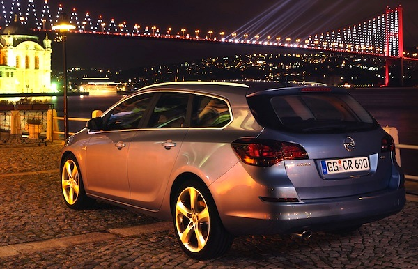Italy Station Wagons July 2011: Opel Astra & VW Passat on top – Best