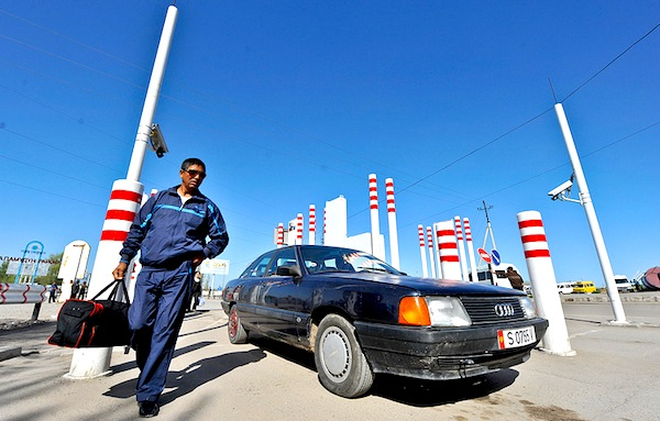Audi 100 border Kazakhstan Kyrgyzstan