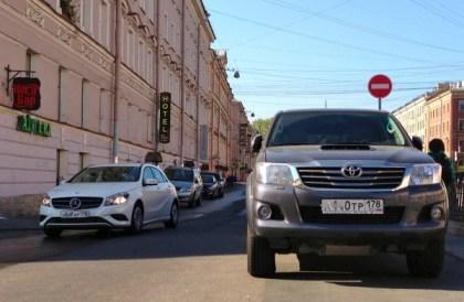 21 Toyota Hilux Mercedes A Class