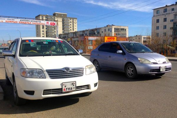 3 Toyota Corolla Prius I