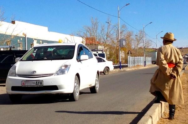 4 Toyota Prius Mandalgovi