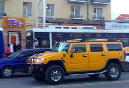 Hummer H2 yellow