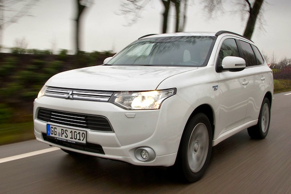 Mitsubishi Outlander PHEV Europe June 2014. Picture courtesy of autoweek.nl