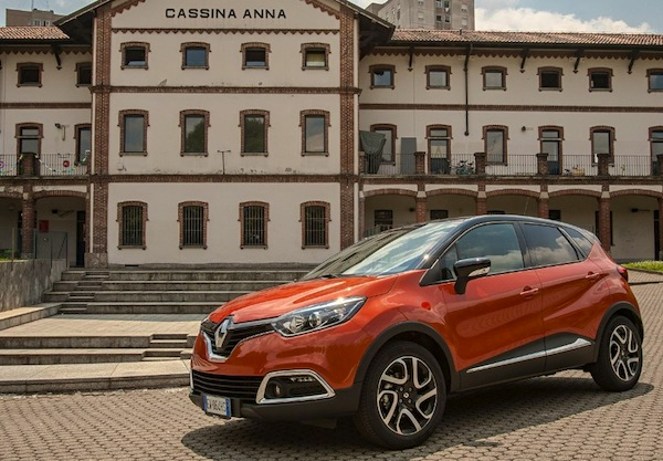 Renault Captur Italy November 2014. Picture courtesy of quattroruote.it