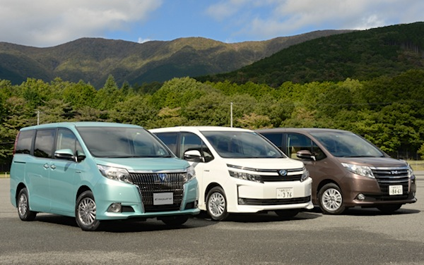Toyota Esquire Voxy Noah Japan November 2014. Picture courtesy of autoc-one.jp