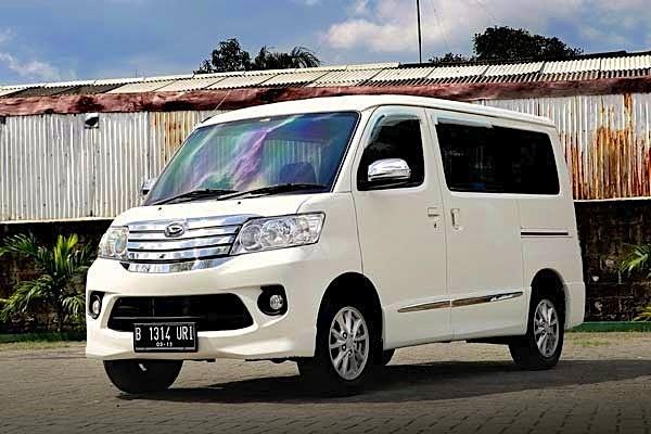 Daihatsu Luxio Indonesia 2014. Picture courtesy of autobild.co.id